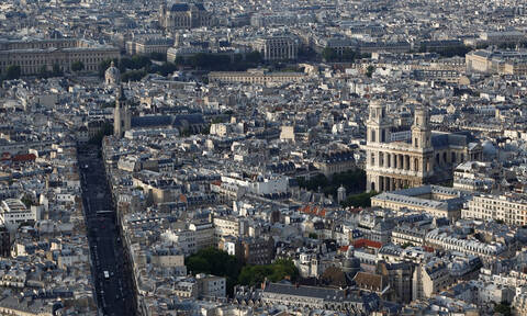 Συναγερμός στο Παρίσι: Στις φλόγες ιστορική εκκλησία (vids)