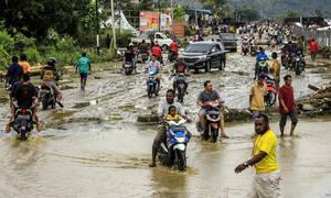Τραγωδία στην Ινδονησία: 2 νεκροί από κατολίσθηση - Στους 58 οι νεκροί από τις πλημμύρες (pics)