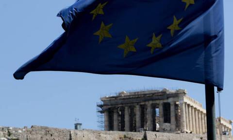 Η Κομισιόν «στριμώχνει» την Ελλάδα για τη μείωση του αφορολόγητου