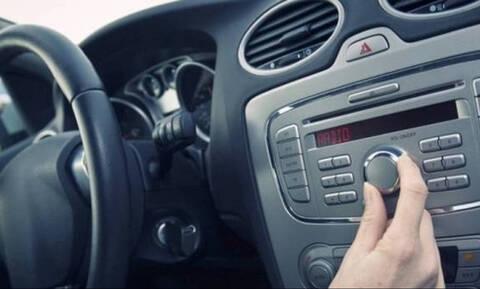 Γιατί όταν παρκάρεις χαμηλώνεις το ραδιόφωνο; Δες το λόγο!