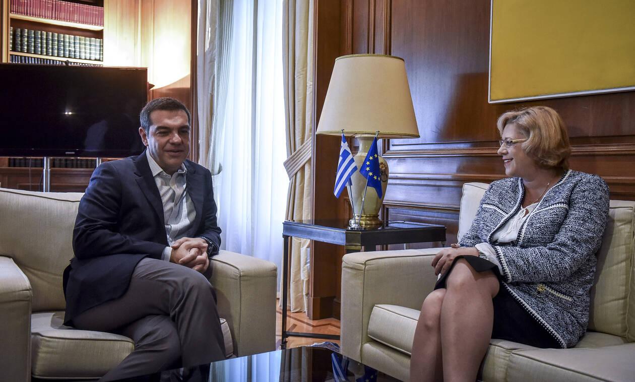 Στις 12:00 το τετ-α-τετ του Αλέξη Τσίπρα με την Επίτροπο Περιφερειακής Πολιτικής