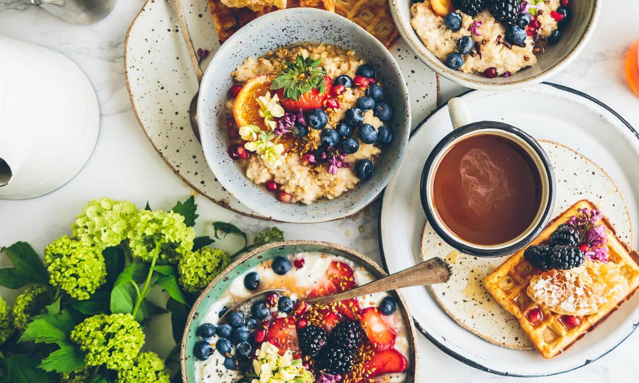 Δύο πεντανόστιμα και υγιεινά πρωινά που μπορείς να φτιάξεις σε λιγότερο από 10 λεπτά