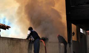 Μεγάλη φωτιά σε αποθήκη με χαρτικά στην Παιανία