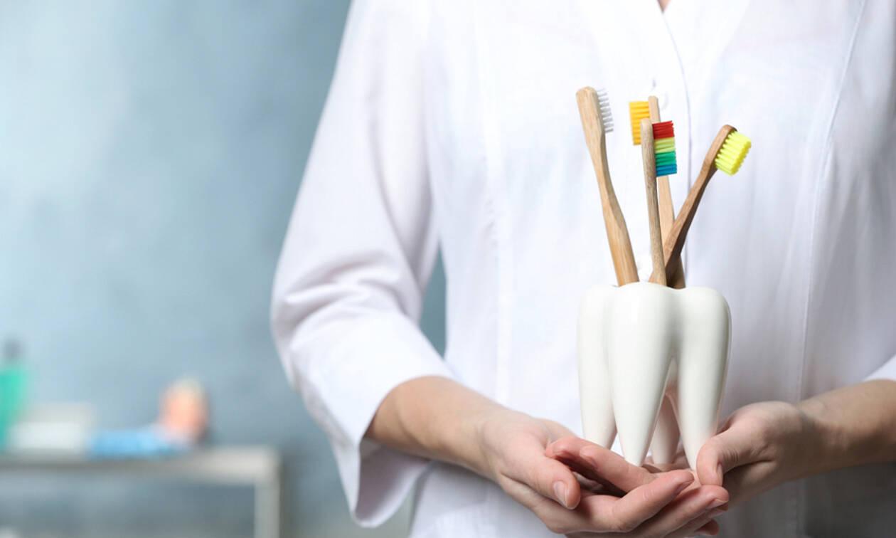 Αν δεν καθαρίζετε τη θήκη της οδοντόβουρτσας θα πρέπει να αρχίσετε να το κάνετε