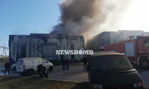 Υπό πλήρη έλεγχο η μεγάλη φωτιά στην Παιανία: Η δραματική επιχείρηση των πυροσβεστών (pics+vid)