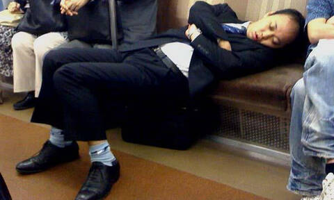 Ιλαροτραγωδία: Όταν ο ύπνος παίρνει τους μεθυσμένους μια καθηγήτρια γιόγκα κλαίει από ζήλεια (Pics)
