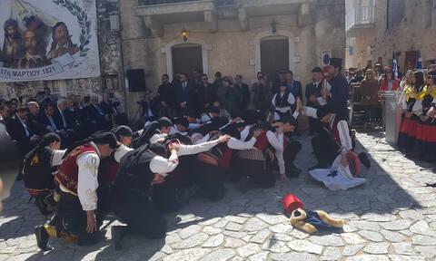 Λακωνία: Οι Μανιάτες έστειλαν το μήνυμα - Σείστηκε η Γη με το «Μακεδονία ξακουστή» στην Αρεόπολη