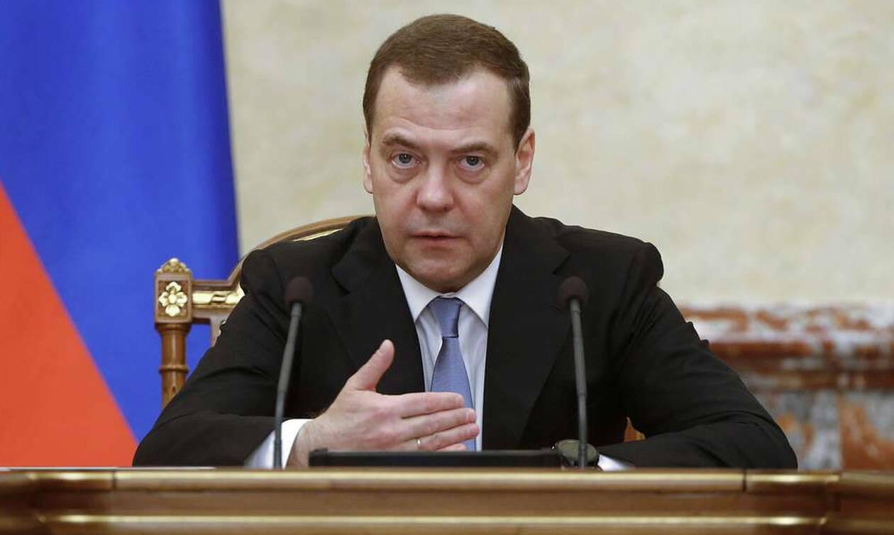 Медведев поручил главам регионов скорее организовать работу по выполнению нацпроектов