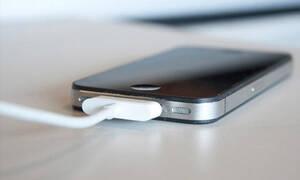 Ο απίστευτος λόγος που οι φορτιστές των κινητών έχουν κοντό καλώδιο!