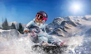 5χρονη κάνει snowboard και σημειώνει μοναδικό ρεκόρ με εντυπωσιακό άλμα (vid)