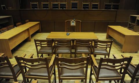 Ελεύθεροι υπό όρους οι 9 κατηγορούμενοι για τα πλαστά διπλώματα οδήγησης