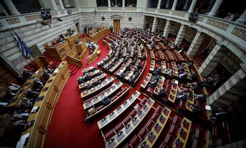 Άγρια κόντρα στη Βουλή: «Αρπάχτηκαν» Βούλτεψη - Μεγαλοοικονόμου