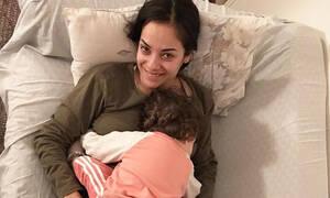 Κατερίνα Τσάβαλου: Δείτε την κόρη της ντυμένη πασχαλίτσα - Το μήνυμα στη νονά Μαρία Κορινθίου (pics)