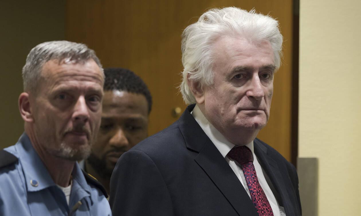 Ισόβια για τη γενοκτονία στη Σρεμπρένιτσα στον Κάρατζιτς: Θα πεθάνει στη φυλακή