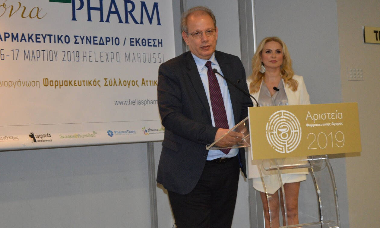 Οι φαρμακοποιοί βράβευσαν τον Δημήτρη Πενταφράγκα για την προσφορά του στο Ελληνικό Φάρμακο
