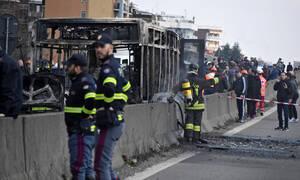 Τρόμος στην Ιταλία: Οδηγός πυρπόλησε λεωφορείο γεμάτο παιδιά (Pics+Vid)