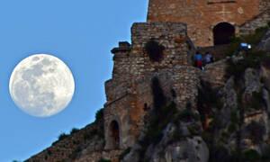 Εαρινή ισημερία με υπερπανσέληνο: «Καθηλώνει» την Ελλάδα το μαγευτικό θέαμα - Δείτε φωτογραφίες