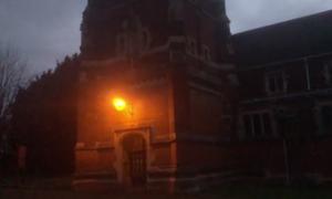 Ανατριχιαστική εικόνα! «Επιασαν» φάντασμα σε πόρτα εγκαταλελειμμένης εκκλησίας (video)