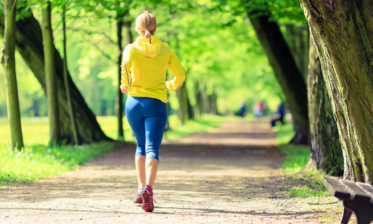 Πόσο πρέπει να περπατάτε καθημερινά για να χάσετε βάρος (video)