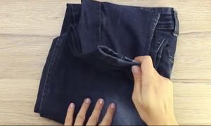 Παίρνει ένα παλιό τζιν παντελόνι και μας δείχνει τι μπορούμε να φτιάξουμε (video)