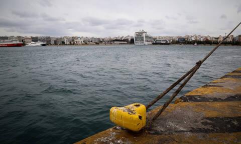 ΤΩΡΑ: Παραμένει το απαγορευτικό απόπλου σε Πειραιά και Ραφήνα