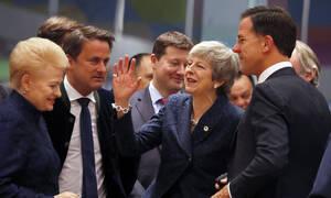 Αναβολή του Brexit σε δύο στάδια εξετάζουν οι ηγέτες της ΕΕ