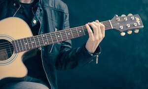 Τραγωδία: Νεκρός διάσημος τραγουδιστής - Αυτοπυροβολήθηκε κατά λάθος στο βίντεο κλιπ (pics)