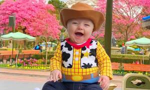 Μπαμπάς ντύνει τον γιο του σαν ήρωα του «Toy Story» και το αποτέλεσμα είναι φανταστικό! (pics)
