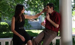 Συγκλονιστικό video: Αυτή είναι η στιγμή που είδε το πρόσωπο του νεκρού αδελφού της σε άλλον άνθρωπο