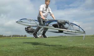 Κατάφερε το αδιανόητο: Αυτό είναι το πρώτο ιπτάμενο μοτοσακό στην ιστορία του πλανήτη (Vid)