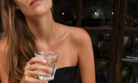 Έχεις κατακράτηση υγρών; Δες 4 σημάδια που θα το αποδείξουν