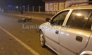 Σοβαρό τροχαίο με μηχανάκι στη Λαμία: Τον έσωσε το κράνος που φορούσε (pics)