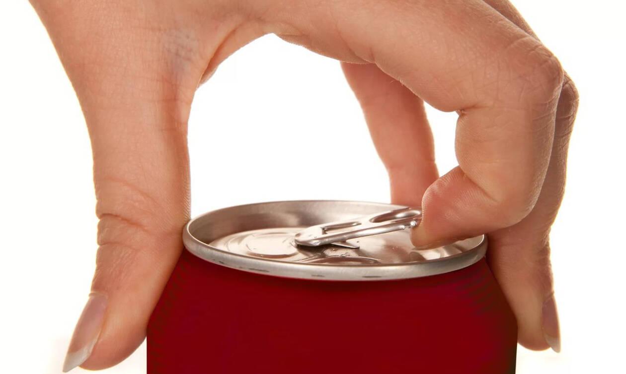 Άνοιξε το αναψυκτικό του, αυτό που είδε μέσα θα τον στοιχειώνει για μια ζωή! (pics)
