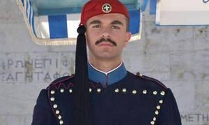 Συγκλονίζει οι γονείς του αδικοχαμένου Εύζωνα: Ο πόνος μας, έγινε πόνος όλων των Ελλήνων