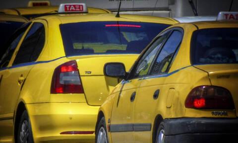 Δέκα συλλήψεις οδηγών ταξί για πλαστά διπλώματα και πειραγμένες ταμιακές