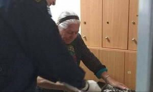 «Η σύλληψη της 90χρονης που πουλούσε τερλίκια έσωσε τη χώρα!»