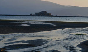 Εντυπωσιακές εικόνες: «Έχασαν» τη θάλασσα από τα μάτια τους στο Ναύπλιο (pics)