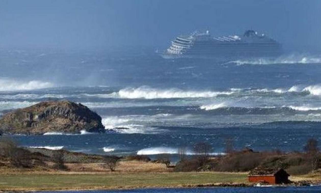 Θρίλερ στη θάλασσα: Εκκενώνεται ακυβέρνητο κρουαζιερόπλοιο με 1.300 επιβάτες (pics)