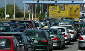 Έλληνες: Ο μοναδικός λαός που φεύγει το τριήμερο!