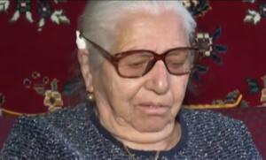 «Στράτα, στρατούλα...»: Η απαράδεκτη συμπεριφορά των αστυνομικών στην 90χρονη που πουλούσε παντόφλες