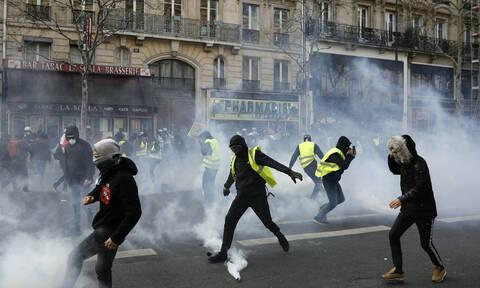 Γαλλία: Σφοδρές συγκρούσεις στις διαδηλώσεις των «κίτρινων γιλέκων» (pics+vid)