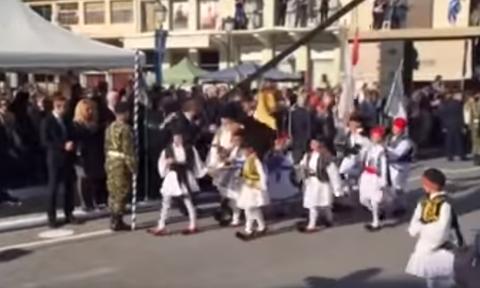 Με το «Μακεδονία Ξακουστή» τελείωσε η παρέλαση στην Καλαμάτα (video)