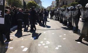 25η Μαρτίου: Επεισόδια με τραυματίες στη μαθητική παρέλαση της Καλλιθέας
