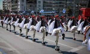 25η Μαρτίου: Μεγαλειώδης η στρατιωτική παρέλαση στο κέντρο της Αθήνας (pics+vids)