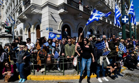 25η Μαρτίου - Παρέλαση Αθήνα: Συγκλόνισε ο κόσμος με το «Μακεδονία Ξακουστή» (vid)