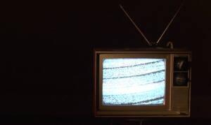 Κοιμάσαι με την τηλεόραση ανοιχτή; Σταμάτα το άμεσα!