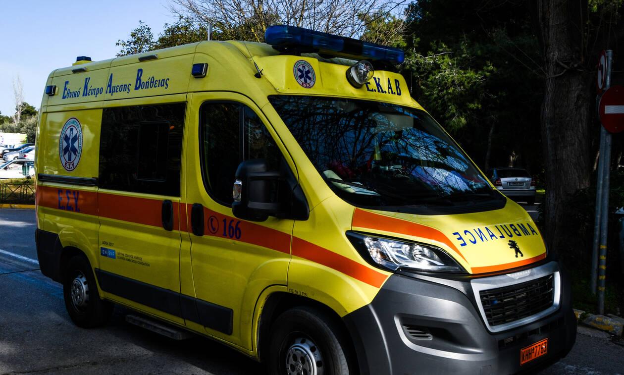 Τρόμος στην Πρέβεζα: Αυτοκίνητο παρέσυρε πεζή και «καρφώθηκε» σε μαγαζί (pic)