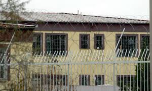 Θρίλερ στη Λάρισα: Μαχαίρωσαν κρατούμενο