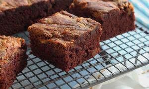 «Εκρηκτικό» και… νηστίσιμο brownies με φυστικοβούτυρο