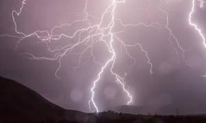 Νέα κακοκαιρία «χτυπά» τη χώρα: «Βουτιά» του υδράργυρου έως και 10 βαθμούς, καταιγίδες και χιόνια